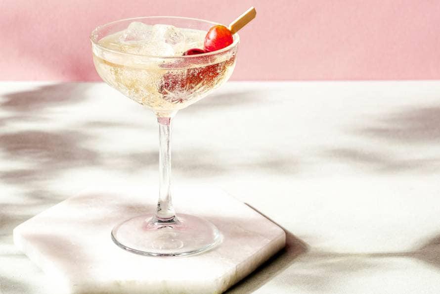 Mocktail met (rode) druif en vlierbloesem