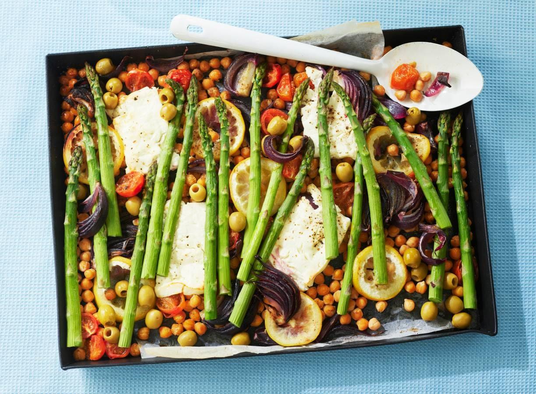 Traybake met feta, tomaat, asperges en olijven