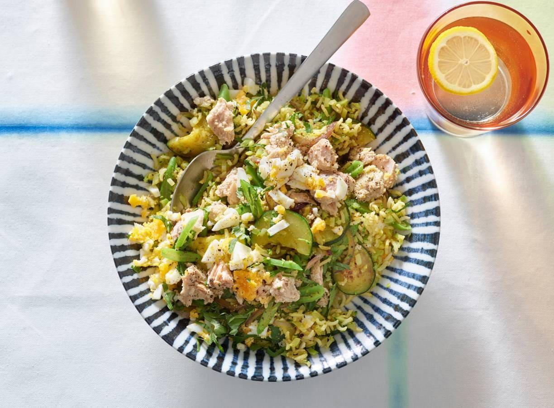 Kerrierijstschotel met groenten en Alaska zalm