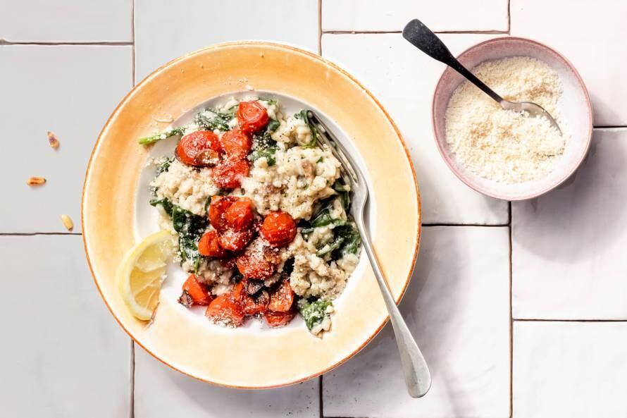 Snelle risotto met spinazie en cherrytomaten