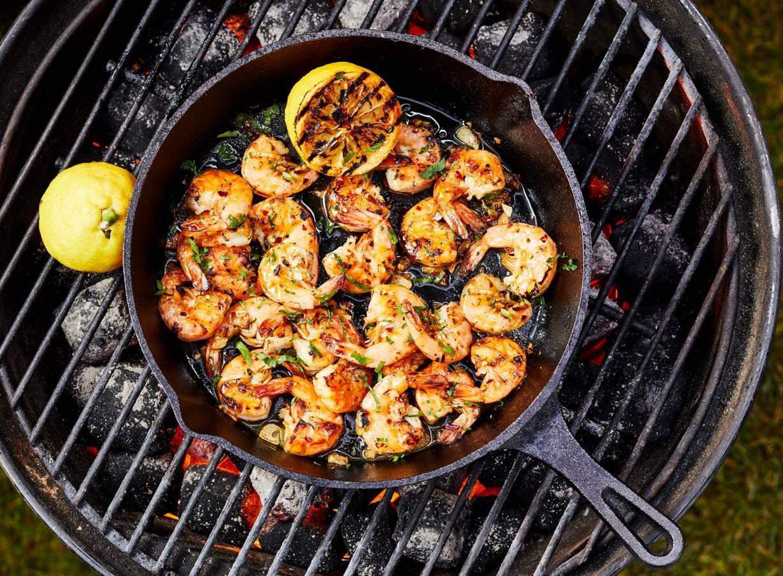 Spicy knoflookgarnalen van de BBQ
