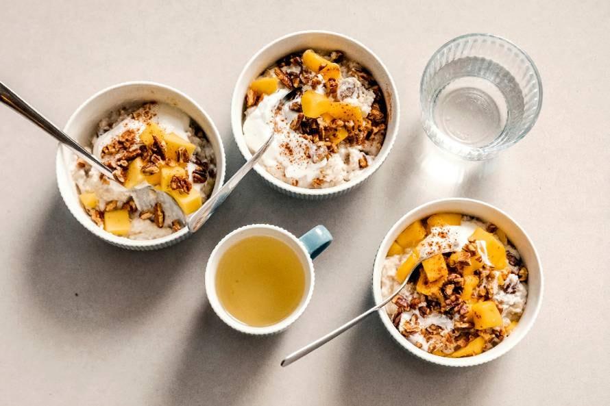 Havermout met kokoskwark en mango