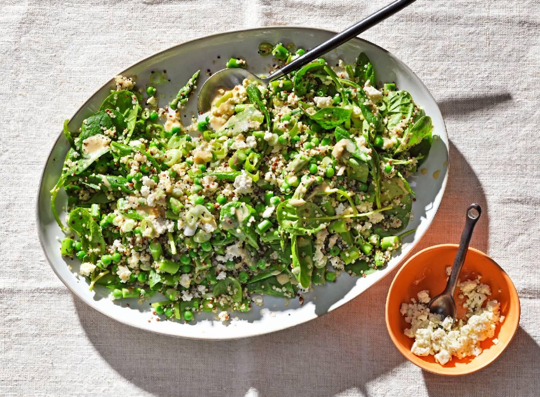 Quinoasalade met groene asperges en witte kaas