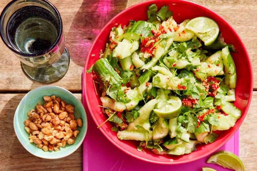 Salade van gekneusde komkommer