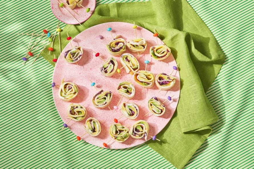 Wrap-hapjes met avocado en mango