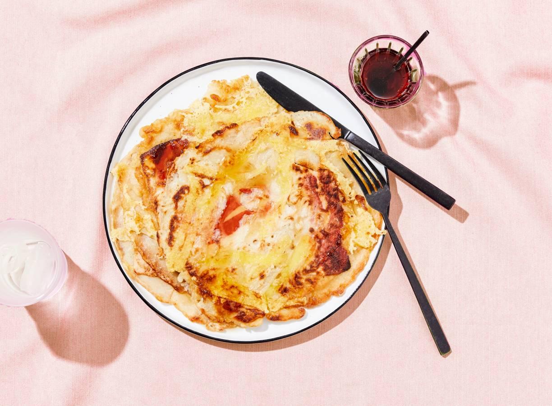 Vegan pannenkoeken met 'spek' en 'kaas'