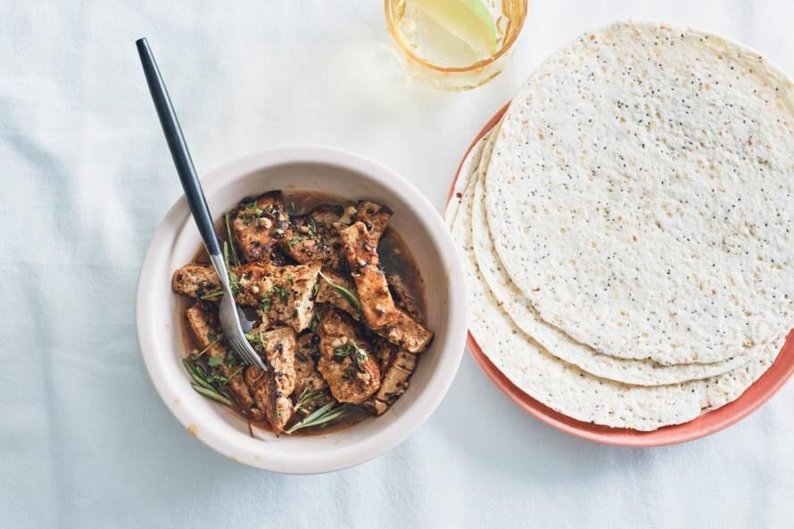 Gebakken tofu met rozemarijn-marinade