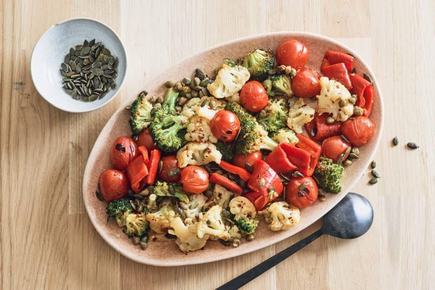Geroosterde bloemkool, broccoli en paprika uit de oven