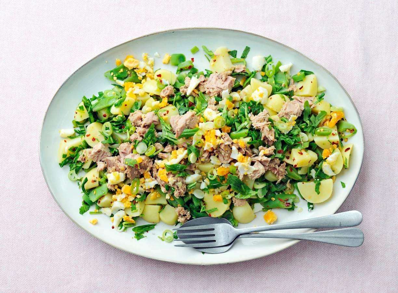 Lauwwarme aardappelsalade met tonijn en ei