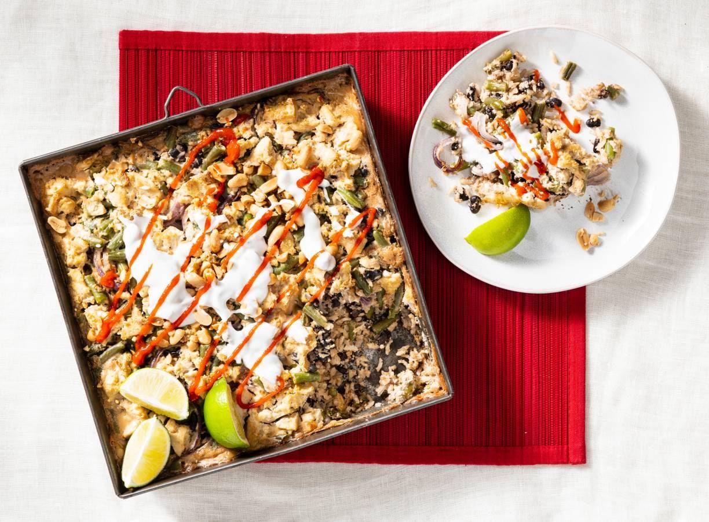 Rijsttraybake met zwarte bonen, sperziebonen en tofu