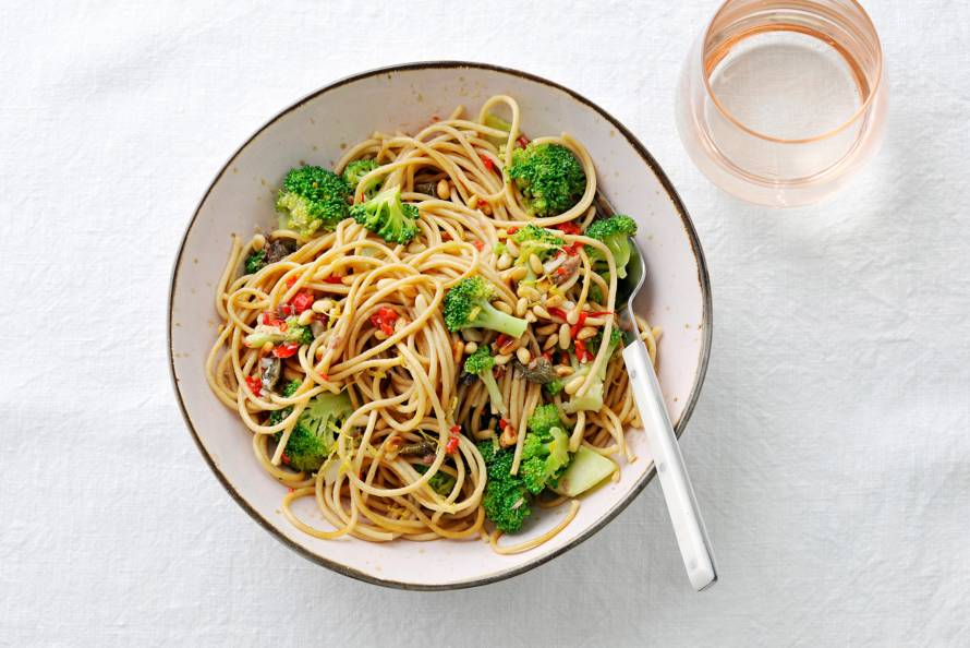 Volkorenspaghetti met broccoli en ansjovis