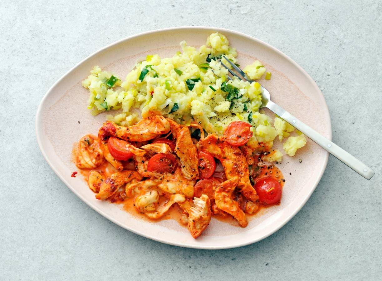 Kipfilet met tomaat, mozzarella en prei-aardappelstamp