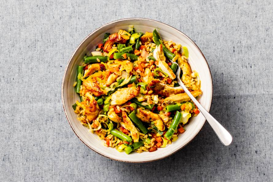Kip roerbak met sperziebonen en rijst