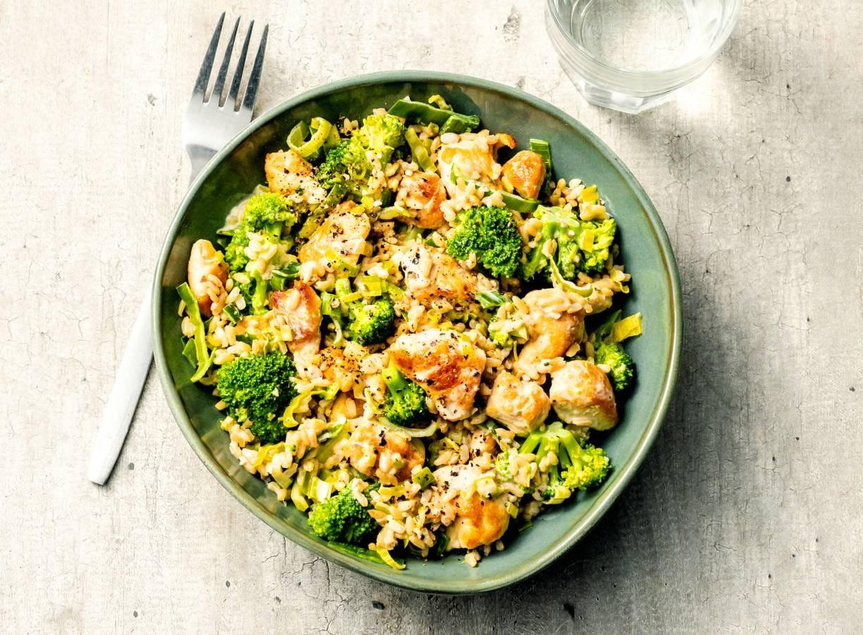 Romige kip met broccoli, prei en rijst