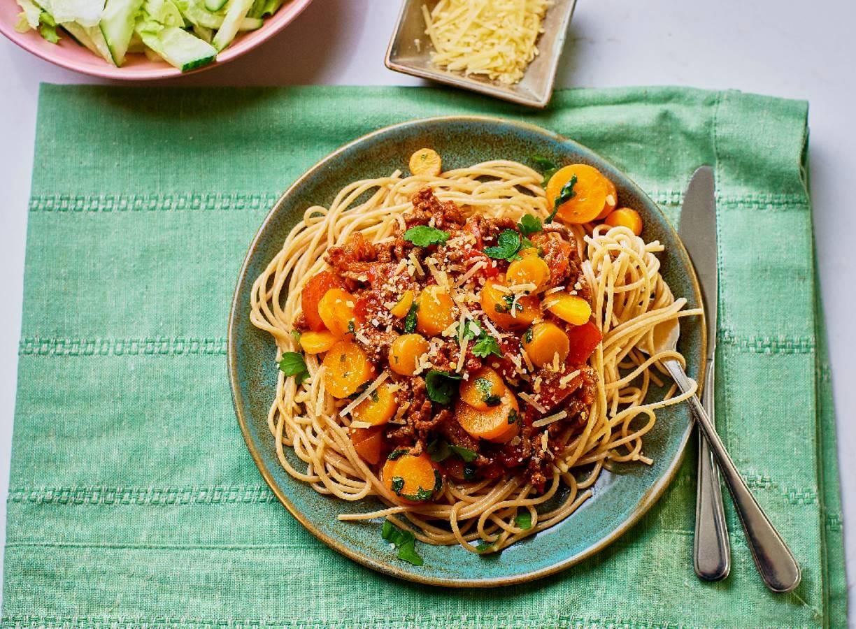 Spaghetti met tartaar, tomaat en wortel