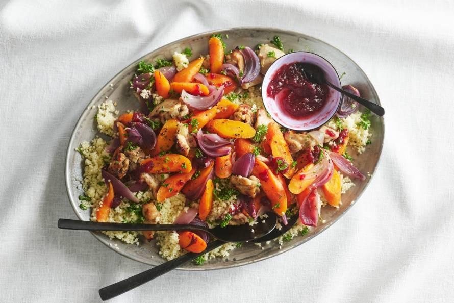 Couscous met kip, bospeen en cranberrysaus