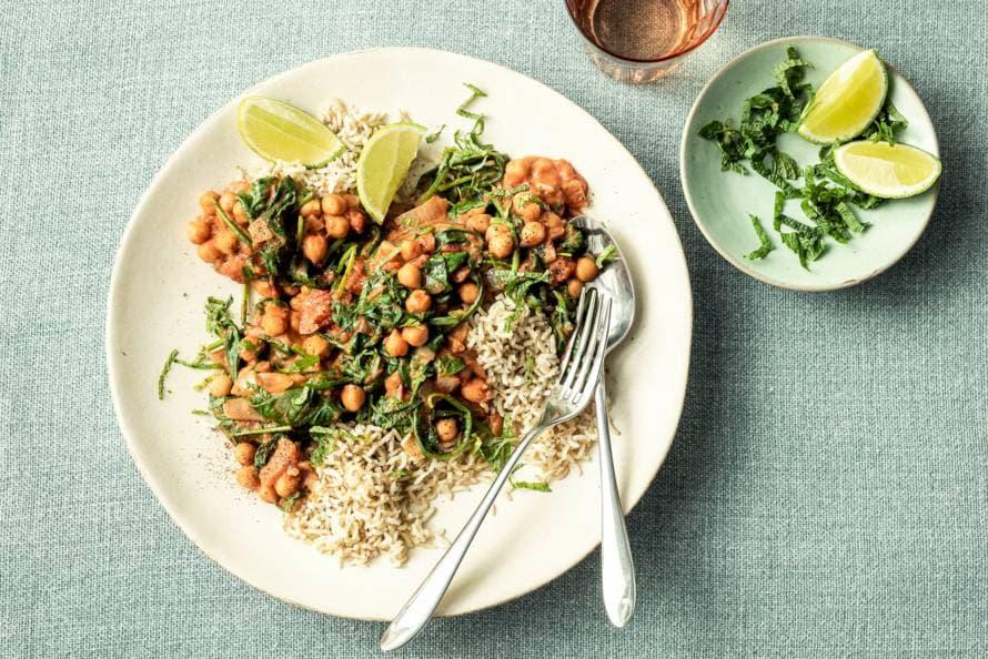 Kikkererwtencurry met pinda en spinazie en rijst