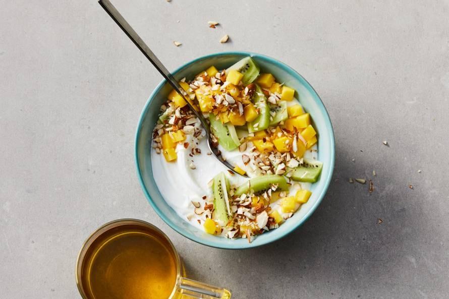 Magere kwark met mango, kiwi en amandelen